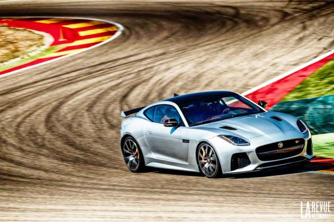 L essai video de la jaguar f type svr sur piste