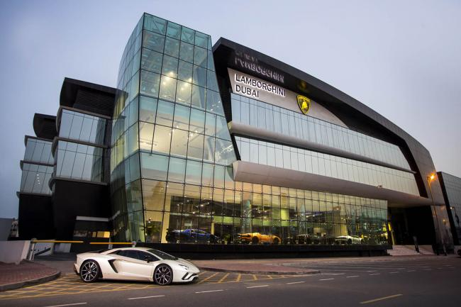 Lamborghini ouvre son plus grand showroom a dubai