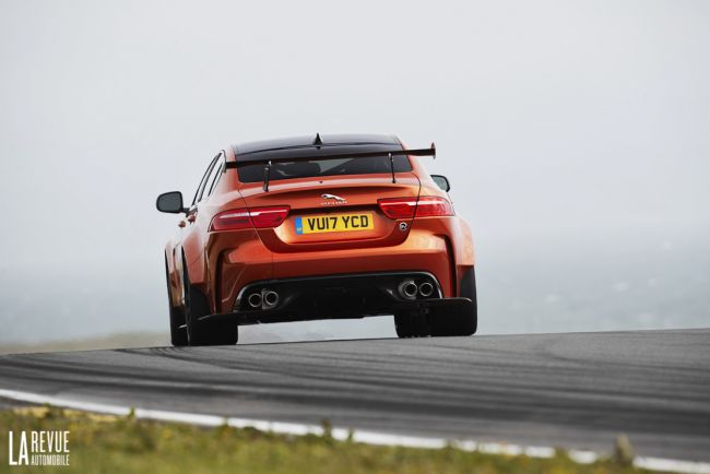 Jaguar xe sv project 8 le constructeur sort les crocs