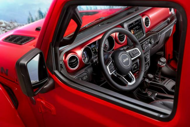 Jeep wrangler 2018 l habitacle se montre