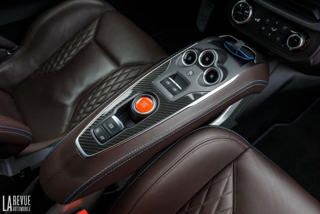 Interieur_alpine-a110-legend-essai_2