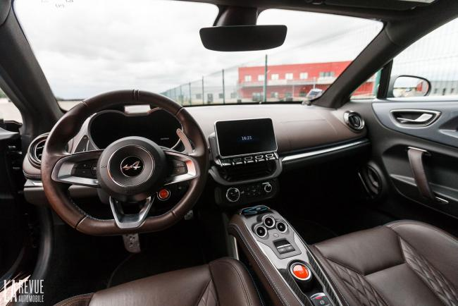Interieur_alpine-a110-legend-essai_8