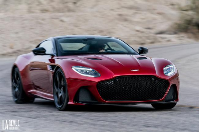 Aston martin dbs superleggera elle fait le show a goodwood