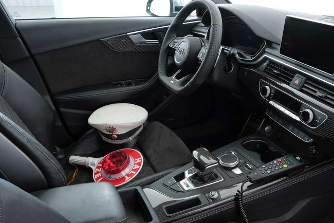 Interieur_audi-rs4-r-by-abt-la-voiture-d-intervention-de-la-polizei_1