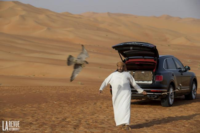 Exterieur_Bentley-Bentayga-Falconry_4
