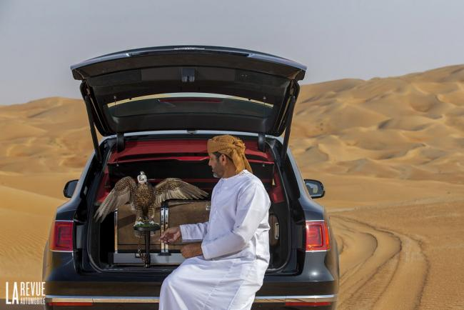 Exterieur_Bentley-Bentayga-Falconry_12
