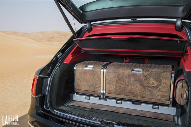 Interieur_Bentley-Bentayga-Falconry_24