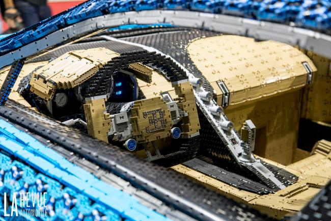 Interieur_Bugatti-Chiron-Lego-Technic-Salon_8