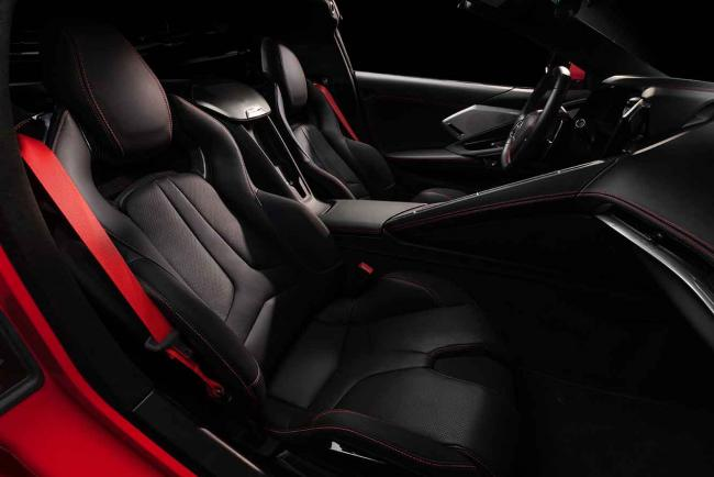 Interieur_corvette-stingray-c8-la-1er-corvette-a-moteur-arriere_2