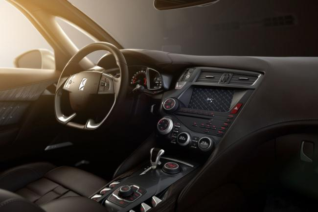 Interieur_Citroen-DS5-White-Pearl_24