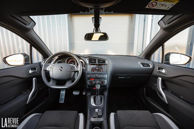 Interieur_DS-4-Crossback-HDi_25