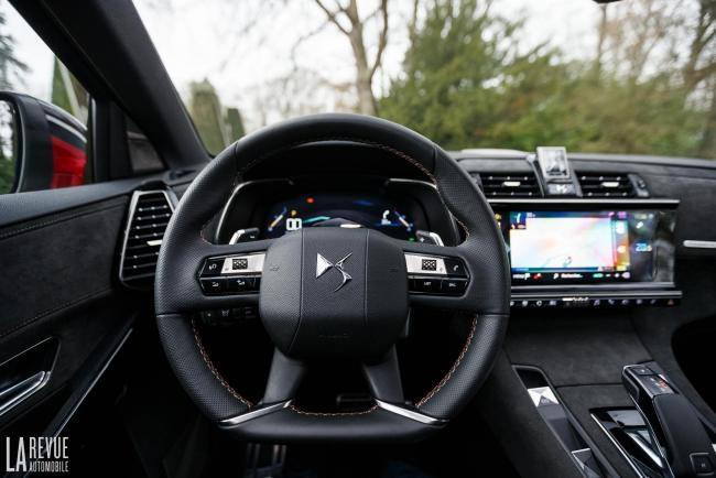 Interieur_DS-7-Crossback-BlueHDi_27