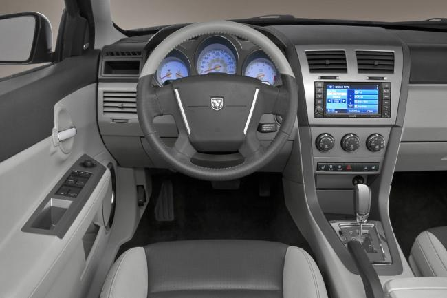 Interieur_Dodge-Avenger_35