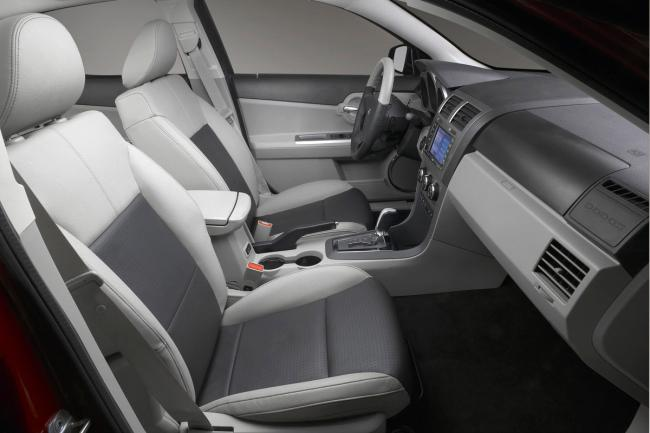 Interieur_Dodge-Avenger_27