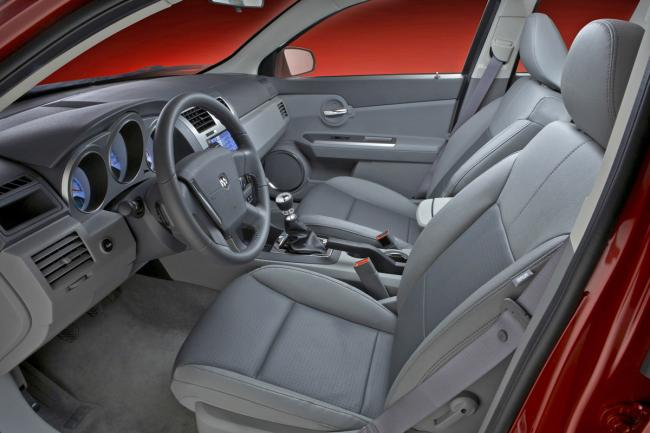 Interieur_Dodge-Avenger_33