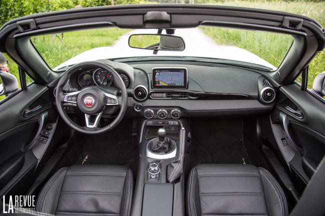 Interieur_Fiat-124-Spider-2016_32