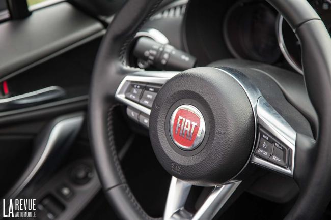Interieur_Fiat-124-Spider-2016_30