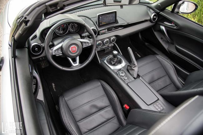Interieur_Fiat-124-Spider-2016_31