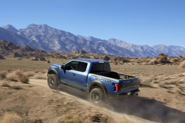 Exterieur_Ford-F150-Raptor-2015_10