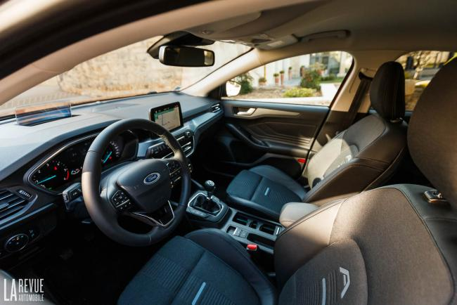 Interieur_ford-focus-active_1