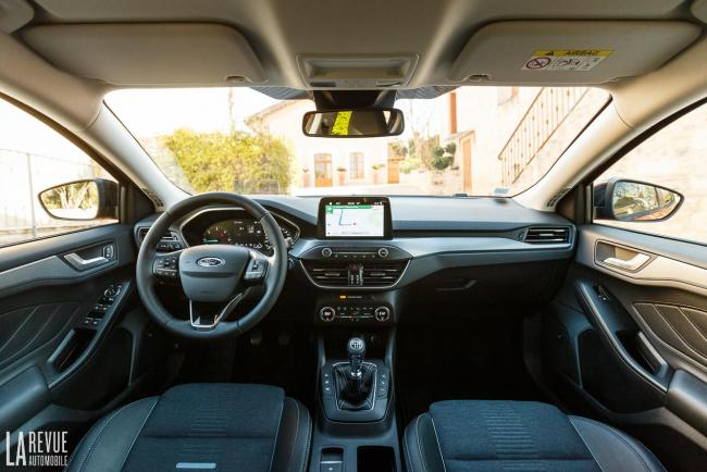 Interieur_ford-focus-active_5