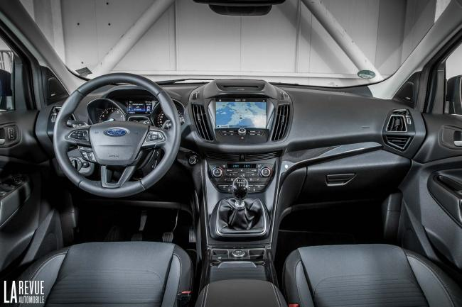 Interieur_Ford-Kuga-2017_13