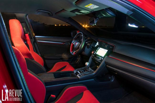 Interieur_Honda-Civic-Type-R-FK8_24