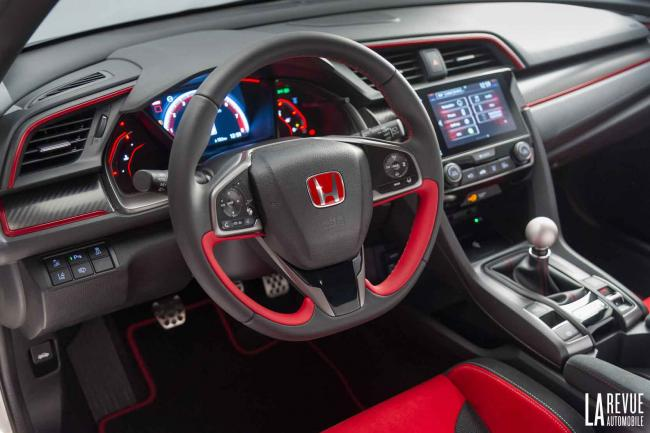 Interieur_Honda-Civic-X-Type-R_11
