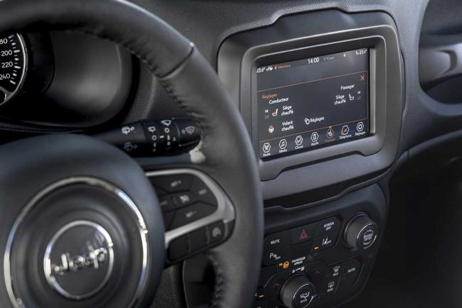 Interieur_jeep-renegade-quiksilver-winter-edition_3