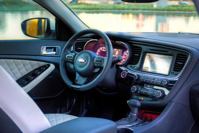 Interieur_Kia-Optima-2014_13
