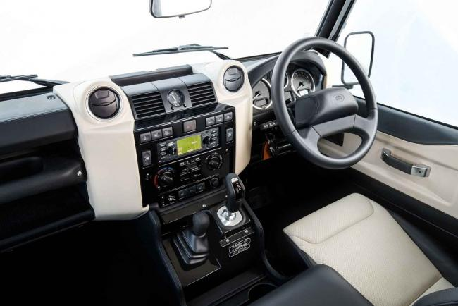Interieur_Land-Rover-Defender-Works-V8_21