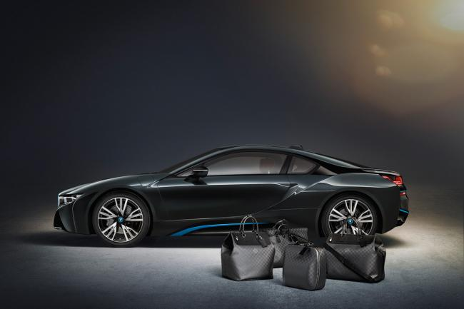 Louis vuitton sort un ensemble bagages pour la bmw i8