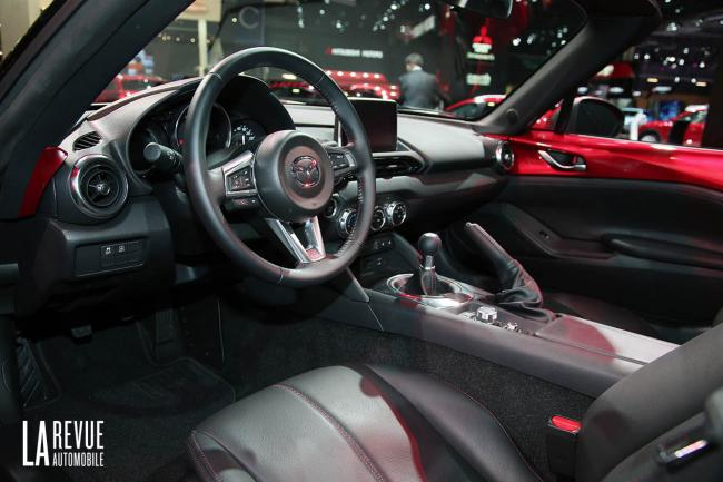 Interieur_Mazda-MX-5-2015_14
