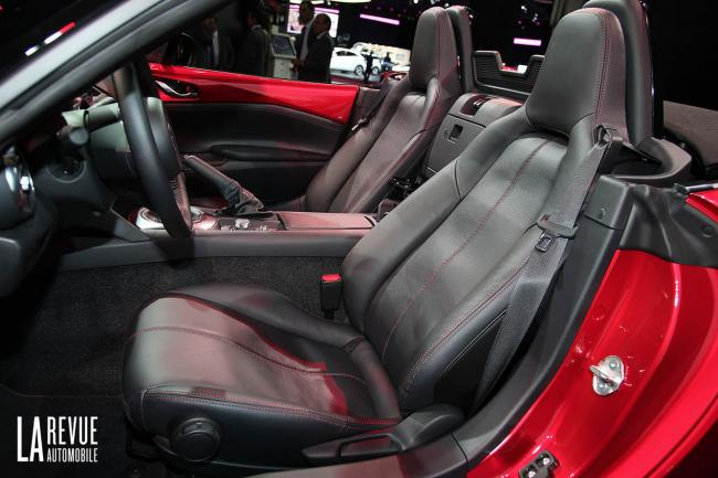 Interieur_Mazda-MX-5-2015_13