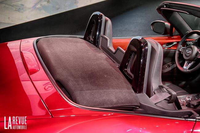 Interieur_Mazda-MX-5-2015_12