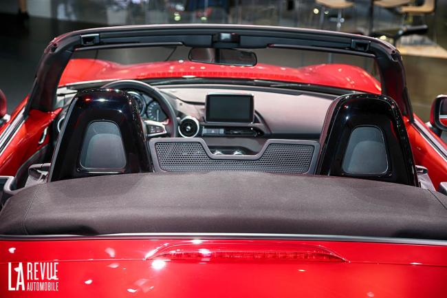 Interieur_Mazda-MX-5-2015_11