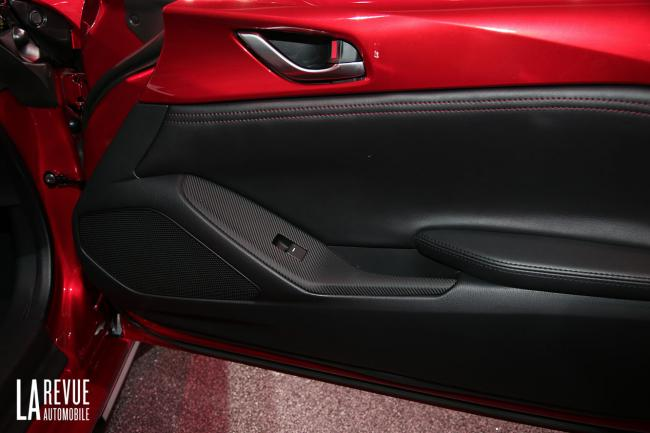 Interieur_Mazda-MX-5-2015_16