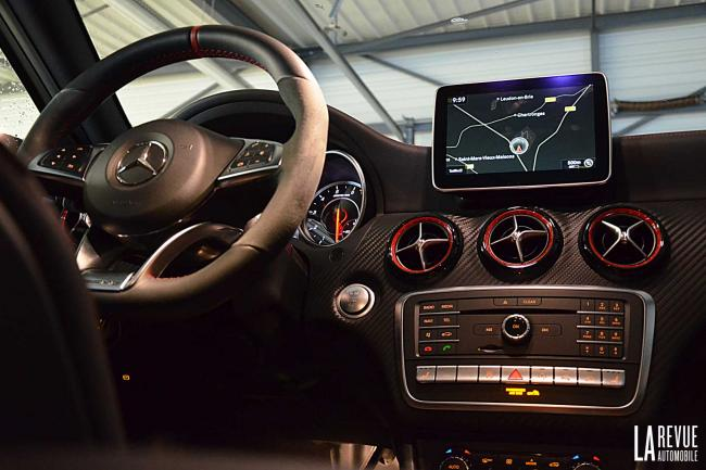 Interieur_Mercedes-A-45AMG-4MATIC_25