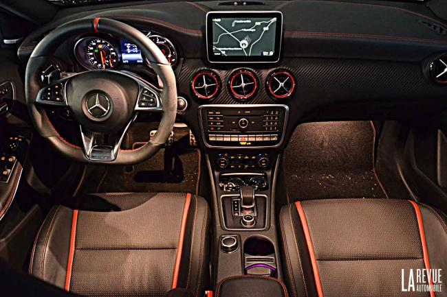 Interieur_Mercedes-A-45AMG-4MATIC_26