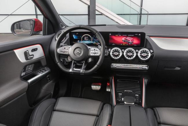 Interieur_mercedes-amg-gla-35-4matic_0