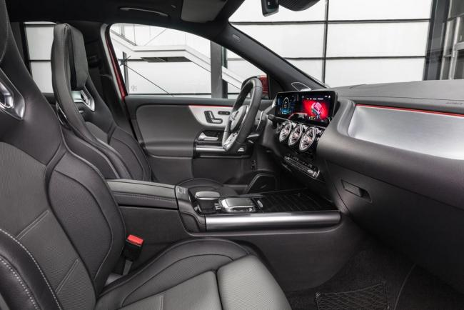 Interieur_mercedes-amg-gla-35-4matic_1