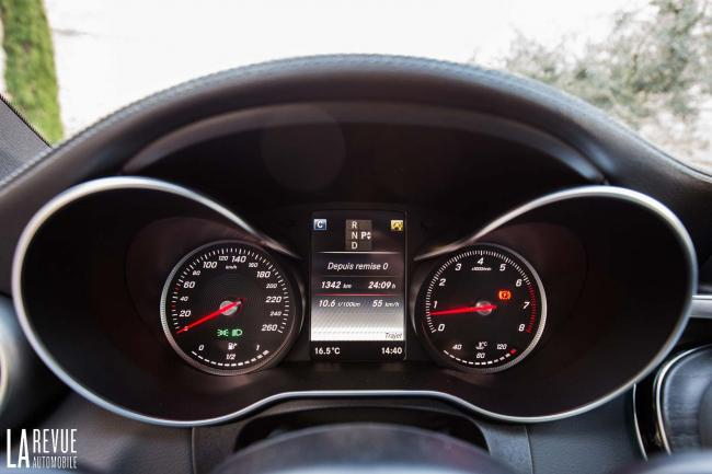 Interieur_Mercedes-C300-Coupe_29