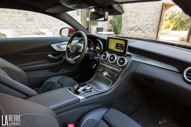 Interieur_Mercedes-C300-Coupe_32