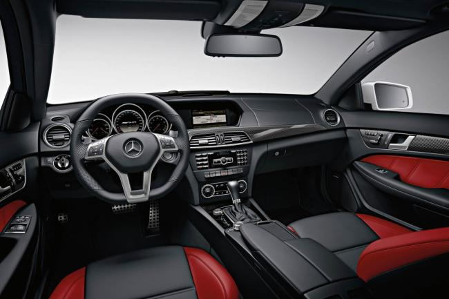 Interieur_Mercedes-C63-AMG-Coupe_22