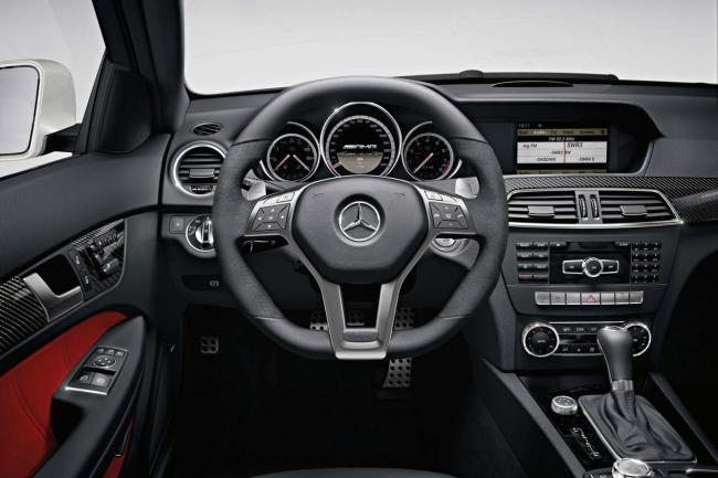 Interieur_Mercedes-C63-AMG-Coupe_21