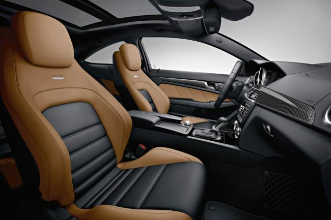 Interieur_Mercedes-C63-AMG-Coupe_23