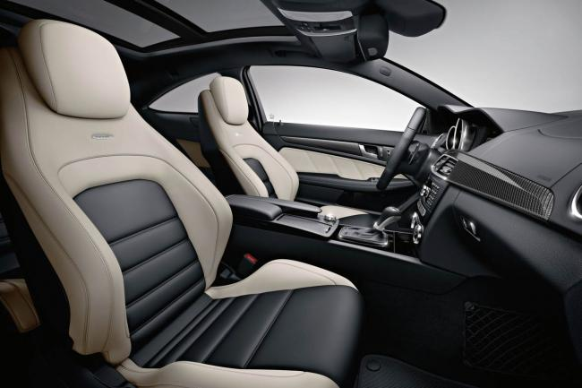 Interieur_Mercedes-C63-AMG-Coupe_26