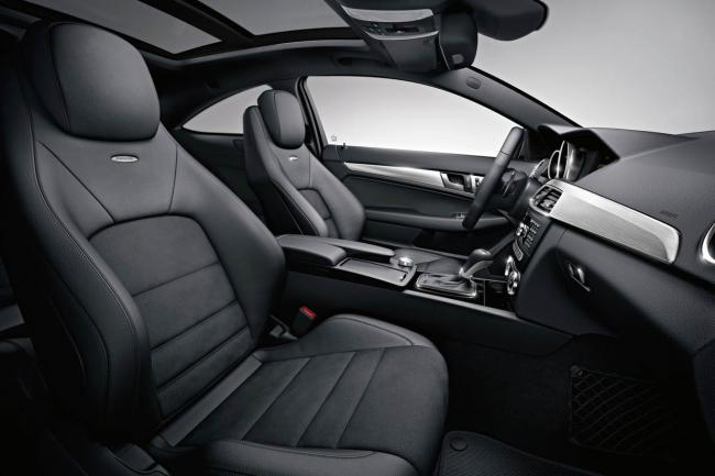 Interieur_Mercedes-C63-AMG-Coupe_25