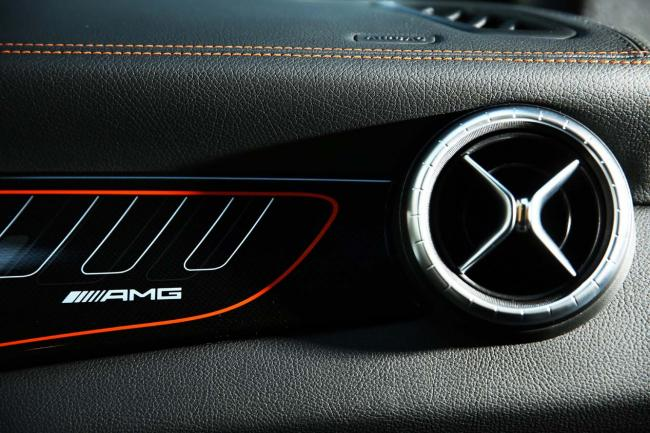 Interieur_Mercedes-CLA-45-AMG-Shooting-Brake_34