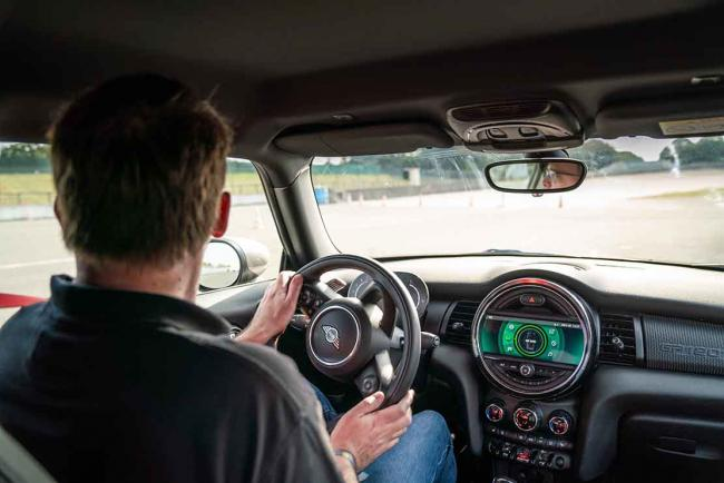 Interieur_mini-john-cooper-works-gp-millesime-2020-essai_5